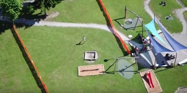 Letecký pohled na umělé ploty v parku při JMS 2016 ve Švýcarsku.